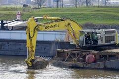 Draguant dans la voie navigable, les Pays-Bas Images libres de droits