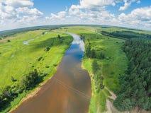 Draht über dem Fluss Mologa Lizenzfreie Stockfotografie
