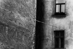 Draht auf dem Hintergrund der Fassade Lizenzfreies Stockbild