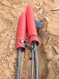 Draht im HDPE und in protectivep Rohr Gebäude von Linien von metallischem und von Lichtwellenleitern, Lizenzfreies Stockbild