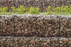 Drahtgeflecht gabion Kastenwand Stockbilder