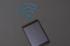Drahtloses Signalsymbol gemacht von den Papierklammern Lizenzfreies Stockfoto