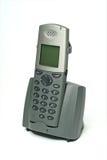 Drahtloses Telefon mit Aufnahmevorrichtung auf Weiß Stockbilder