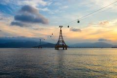 Drahtseilbahn über dem Meer, das zu Vinpearl-Park führt Lizenzfreie Stockfotografie