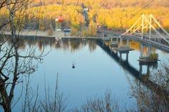 Drahtseilbahn über Dnieper-Fluss in Kyiv, Ukraine Lizenzfreie Stockbilder