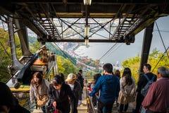 Drahtseilbahn auf Drahtseilbahn Kachi Kachi im See Kawaguchiko, Japan stockfotos