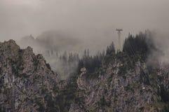Drahtseilbahn in den Alpen Stockfoto