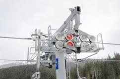 Drahtseilbahn in den Bergen Stockbilder