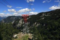 Drahtseilbahn, die Gebirgslandschaft um Bergstation Krippenstein, Salzkammergut, Salzburg, Österreich Stockfoto
