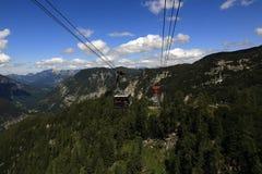 Drahtseilbahn, die Gebirgslandschaft um Bergstation Krippenstein, Salzkammergut, Salzburg, Österreich Lizenzfreies Stockfoto