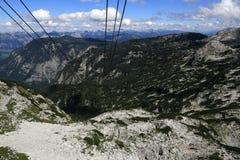 Drahtseilbahn, die Gebirgslandschaft um Bergstation Krippenstein, Salzkammergut, Salzburg, Österreich Stockbilder