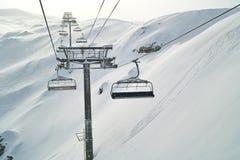 Drahtseilbahn für Ski Stockfoto