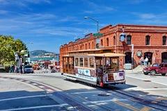 Drahtseilbahn-Tram Powell-Hyde, San Francisco, Vereinigte Staaten lizenzfreie stockfotografie