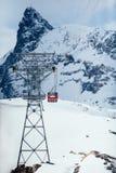 Drahtseilbahn zu Klein Matterhorn stockfotos