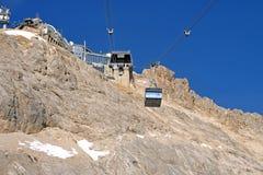 Drahtseilbahn zum Zugspitze Gipfel Stockbilder