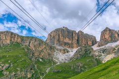 Drahtseilbahn zur Spitze der Bergspitze Piz Boe, Sella, Italien lizenzfreies stockfoto