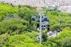 Drahtseilbahnen von Teleferic de Montjuic in Barcelona stockfoto