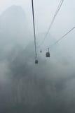 Drahtseilbahnen zu Tianmen-Berg im Nebel, Zhangjiajie, China stockbild