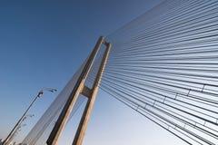 Drahtseilbau der Brücke auf Himmelhintergrund Lizenzfreie Stockfotografie