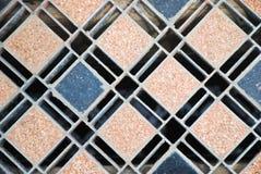 Drain de trou d'homme d'égout sur le fond de texture de voie urbaine Photo libre de droits