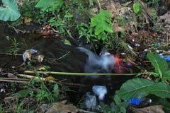 Drainase με έναν τόνο της ρύπανσης στοκ εικόνες