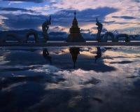Drakar och himmelreflexion Royaltyfri Bild