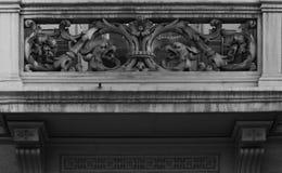 Drakar på balkongen Arkivbild