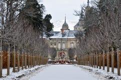 Drakar springbrunn och La Granja de San Ildefonso Palace (Spanien) Royaltyfri Foto