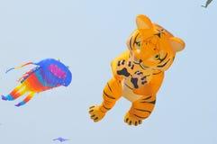 Drake och ballong Arkivfoto