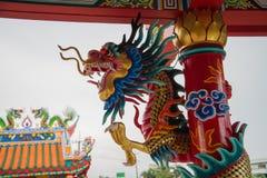 Drake på det kinesiska tempeltaket Royaltyfri Foto