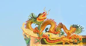 Drake på det kinesiska tempeltaket Royaltyfri Fotografi