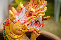 Drake som detaljen i thai buddhistic tempel Royaltyfria Bilder