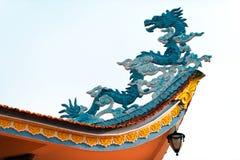 Drake som en arkitektonisk detalj på templet i Asien Arkivbilder