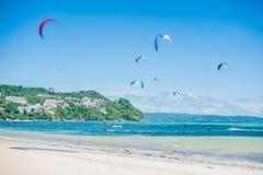 Drake som surfar på Boracay Royaltyfria Bilder