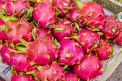 Drakefrukt på marknadsställningen, Thailand Arkivfoton