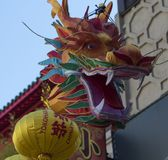 Drakehuvud på skärm i kineskvarteret, Yokohama, Japan Arkivbilder