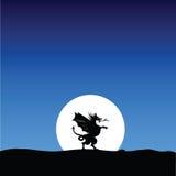 Drakekontur på månebakgrunden Arkivbild