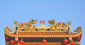 Draken op het Chinese tempeldak Stock Fotografie