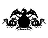 Draken, schild en zwaarden royalty-vrije illustratie