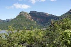 Drakensberg en Afrique du Sud avec le lac Photographie stock libre de droits