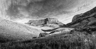 Drakensberg jätteslott, Sydafrika Arkivbild