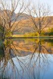 Drakensberg septentrional Reflexión de montañas en agua apacible Imágenes de archivo libres de regalías