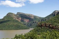 Drakensberg in Sudafrica con il lago Fotografie Stock