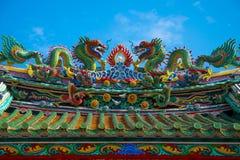 Drakeskulptur på den kinesiska templet fotografering för bildbyråer