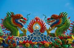 Drakeskulptur på den kinesiska templet arkivbild