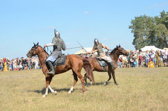 Drakino, Russia,  August, 22, 2015,  men in suits of warriors of Ancient Russia on horses, reconstraction of the battle Royalty Free Stock Photos