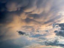 dramático del cielo antes de tormenta imágenes de archivo libres de regalías