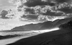 Drama på den svarta stranden Royaltyfria Bilder
