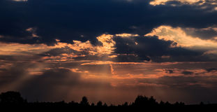 Dramati, απόκρυφος ουρανός στοκ φωτογραφίες με δικαίωμα ελεύθερης χρήσης