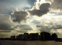 Dramatic river and sky scene on The PHRA PIN-KLAO Bridge, a bridge over the CHAO PHRAYA River in BANGKOK Stock Images